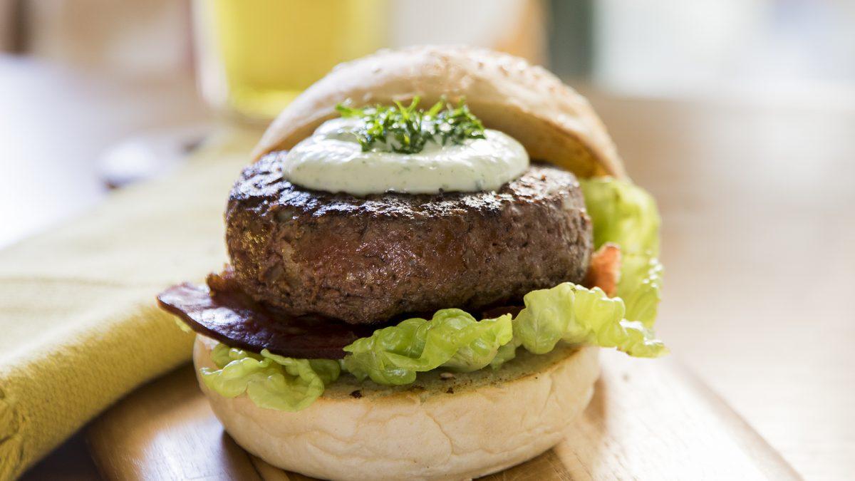 Hambúrguer artesanal: 3 receitas de mestre
